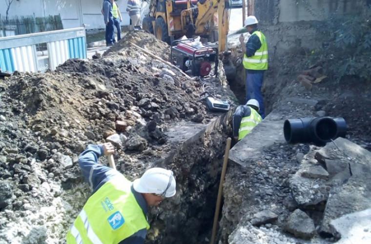 Conductele de apă de pe mai multe străzi din capitală, reabilitate