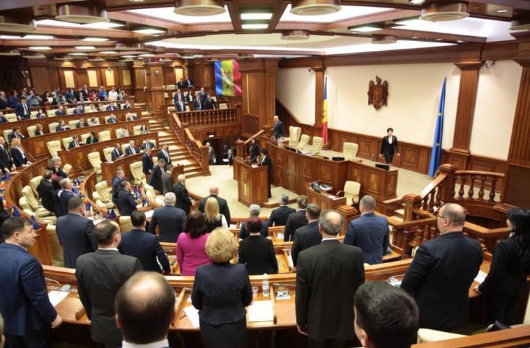 Deputații democrați au părăsit sala de ședințe a Parlamentului