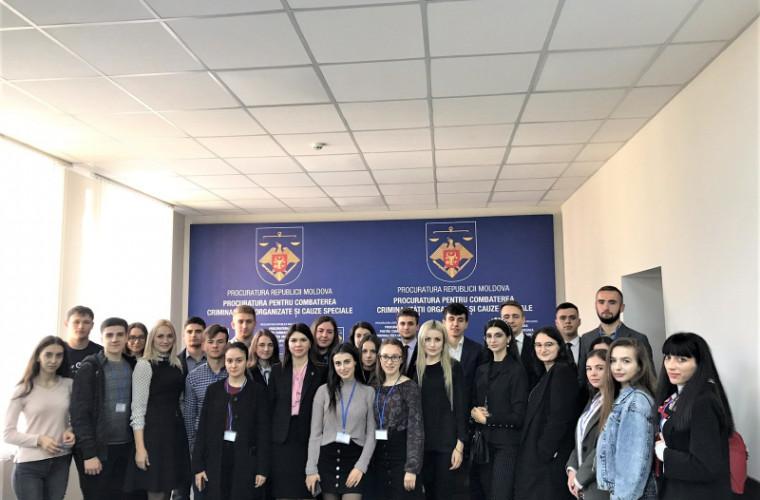 Студенты и мастеранты юридического факультета Молд.ГУ посетили ПБОПОД