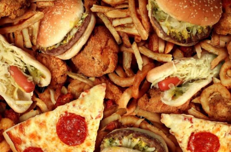 Consumul de alimente procesate sporește riscul apariției Alzheimer