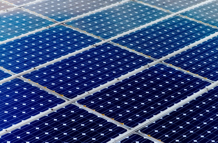 Siliciul din bateriile solare uzate a început să fie folosit ca anod pentru acumulatoarele noi