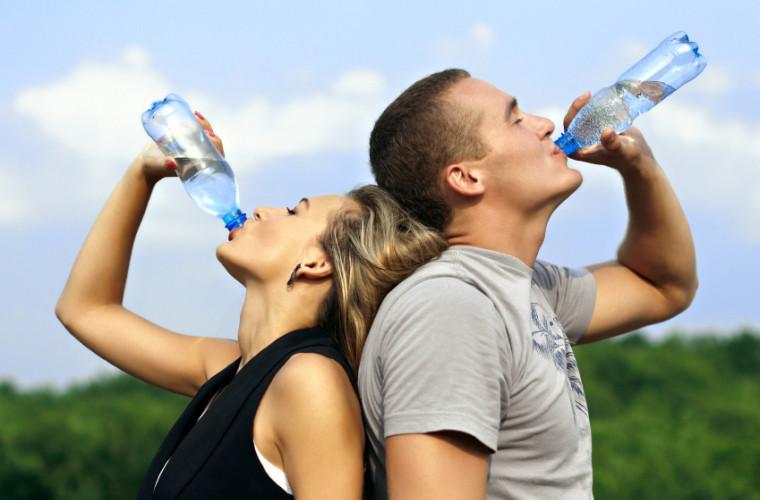 Cum să bei corect apă pentru a slăbi
