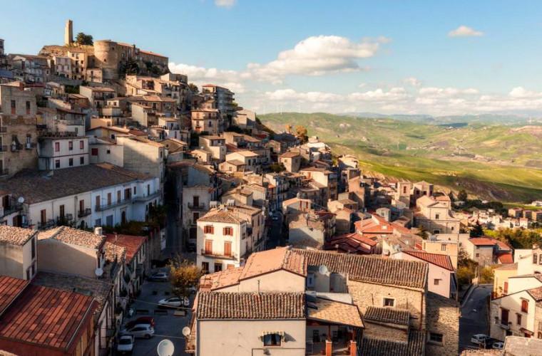 vreti-o-casa-intr-un-orasel-din-sicilia-se-dau-gratuit