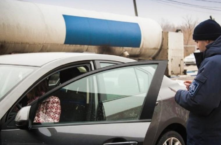 Doi șoferi cu permise falsificate, prinși la vama din Cahul