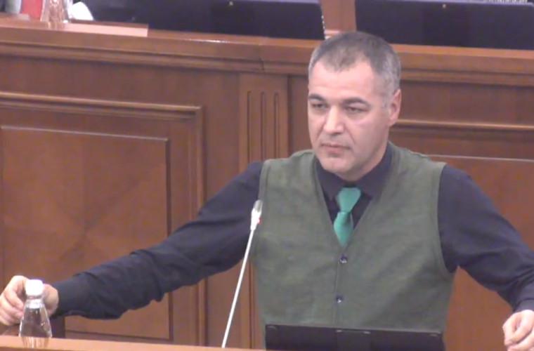 Țîcu a fost împiedicat să blocheze tribuna Parlamentului