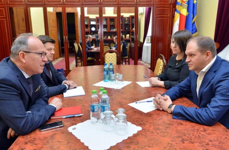 Ion Ceban s-a întîlnit cu ambasadorul României. Despre ce au discutat