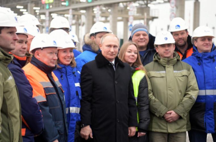Putin a dat start traficului pe autostrada Moscova-Sankt Petersburg