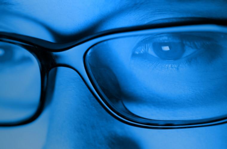 studiu-ce-sa-stii-despre-lumina-albastra-de-la-telefon