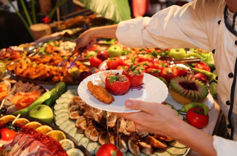 Restaurantele din hotelurile turcești vor fi obligate să indice ingredientele bucatelor servite