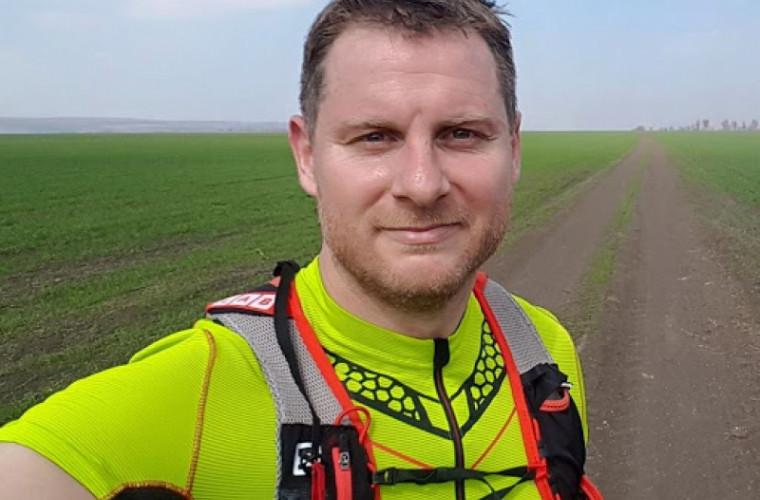 un-moldovean-va-alerga-1-000-de-km-in-12-ore-pentru-ca-4-copii-sa-nu-ajunga-la-orfelinat-foto
