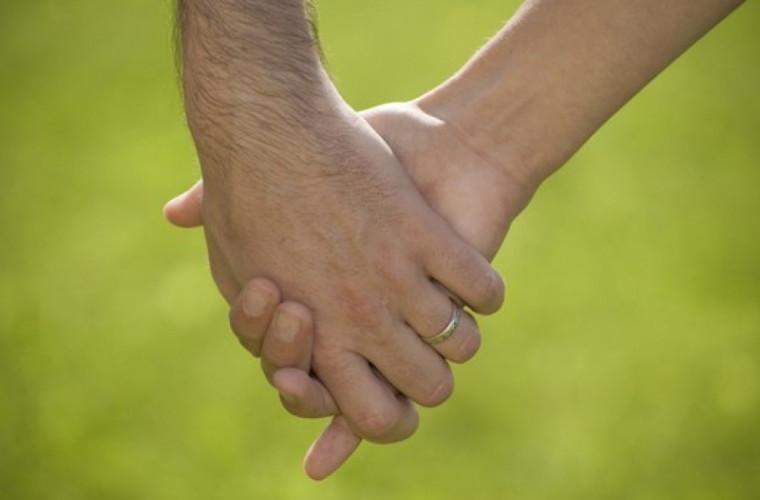 iubire-cu-nabadai-doi-tineri-din-rusia-aflati-in-carantina-s-au-indragostit