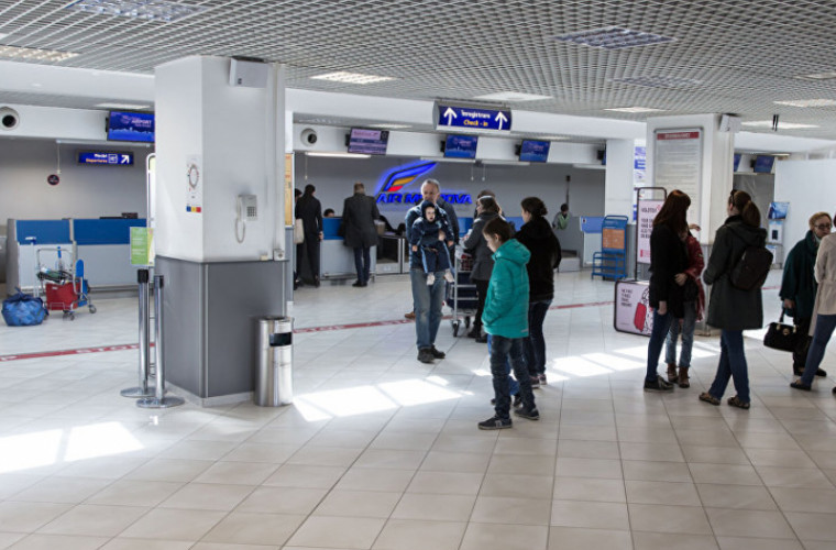 doi-moldoveni-preluati-de-pe-aeroportul-chisinau-si-dusi-la-spital