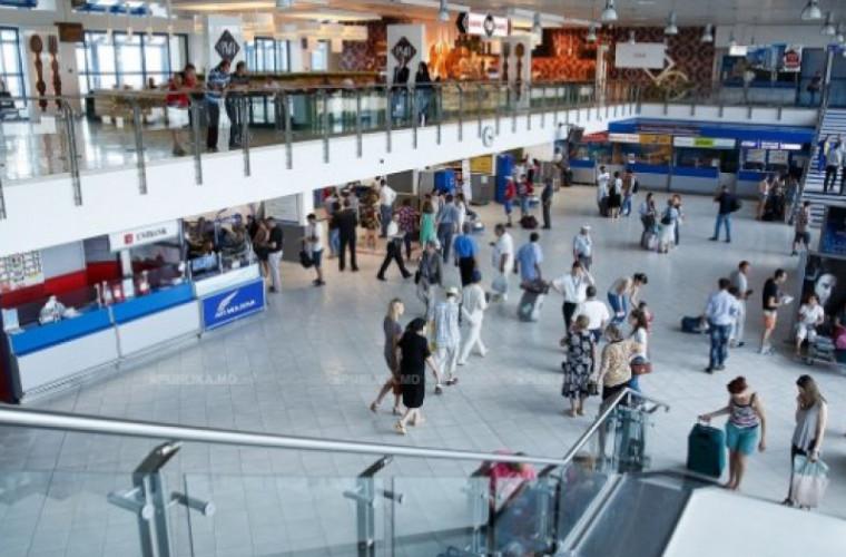 Detalii noi despre cei doi moldoveni cu temperatură, de la aeroport