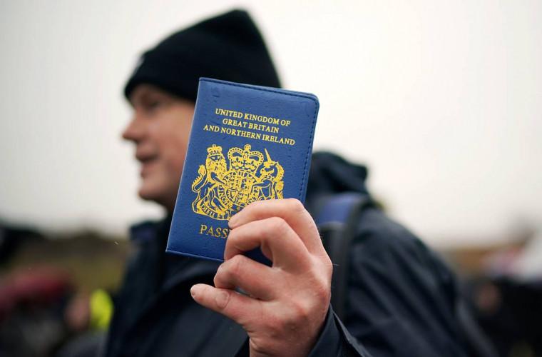 noile-pasapoarte-britanice-vor-fi-albastre