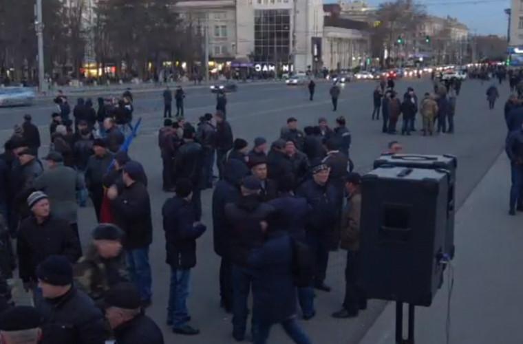VIDEO care confirmă că oamenii au venit organizat la protestul oligarhilor