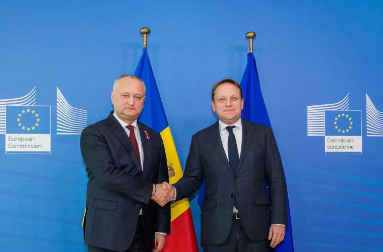 dodon-s-a-intilnit-cu-comisarul-european-pentru-politica-de-vecinatate-si-extindere