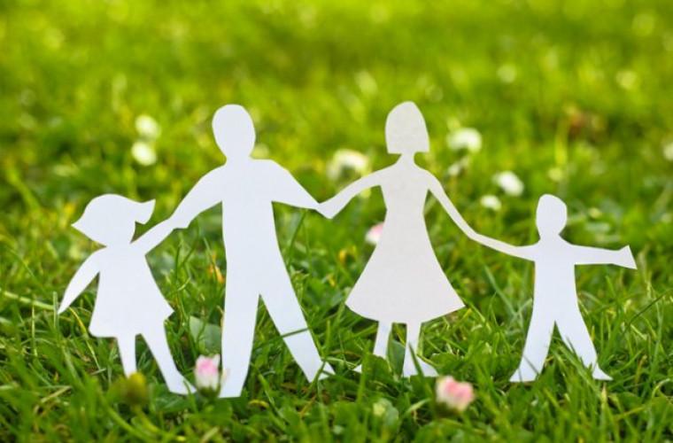 Poliță medicală gratuită pentru părinții care cresc cel puțin patru copii