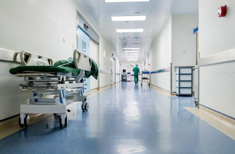 O mamă iresponsabilă a băgat în carantină un spital întreg
