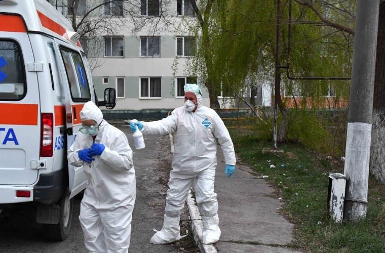 Reportaj foto de la Spitalul Feroviar, unde sînt duşi suspecţii de COVID-19