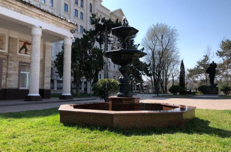 scuarul-monumentului-interpretilor-doina-si-ion-aldea-teodorovici-reparat