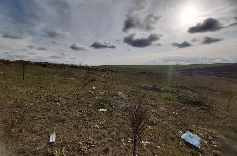 dezastru-ecologic-la-tipova-una-din-cele-mai-frumoase-zone-din-moldova-plina-de-gunoi-foto