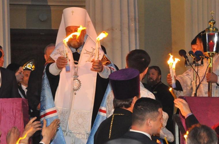 Додон: В канун Пасхи в Молдову будет привезен Благодатный огонь!