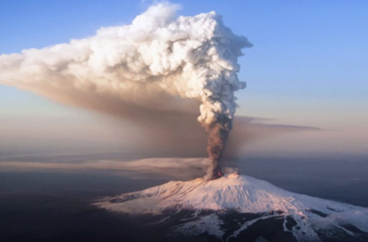 in-sicilia-a-inceput-sa-erupa-vulcanul-etna-video