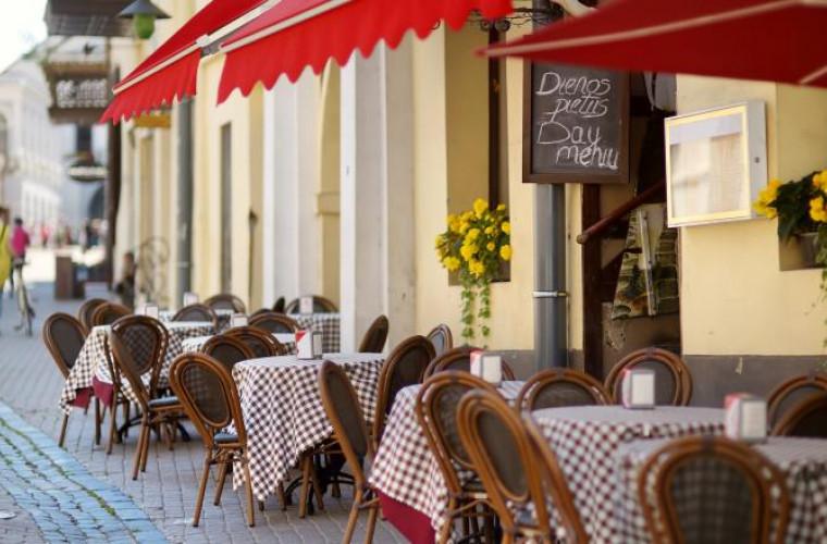 Capitala Lituaniei se va transforma într-o mare cafenea în aer liber