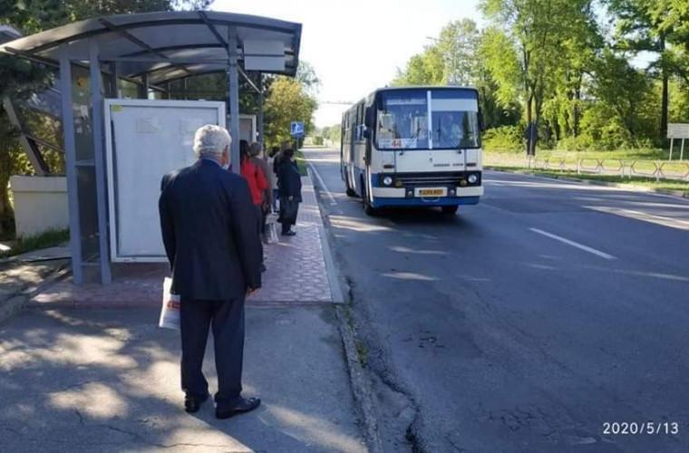fotografiile-din-statiile-de-asteptare-arata-cit-de-mult-are-nevoie-capitala-de-noi-autobuze