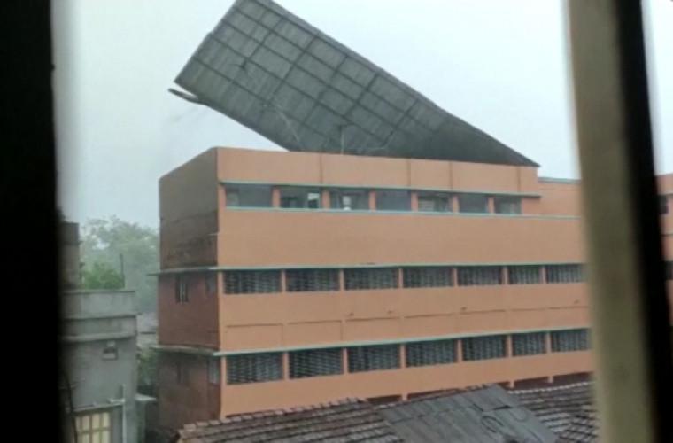 un-ciclon-devastator-a-lovit-granita-dintre-india-si-bangladesh