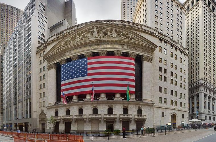 ringul-de-tranzactionare-al-bursei-de-la-new-york-redeschis-dupa-doua-luni-de-pauza