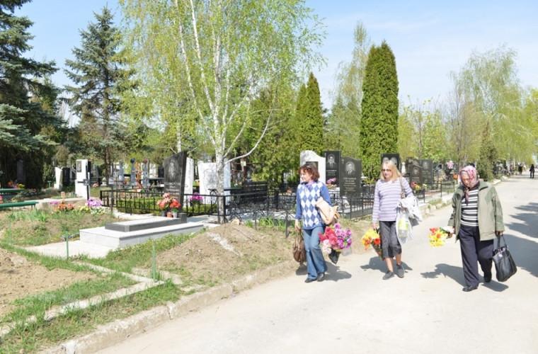 Cum vor activa cimitirele din Chișinău în perioada 5 - 9 iunie
