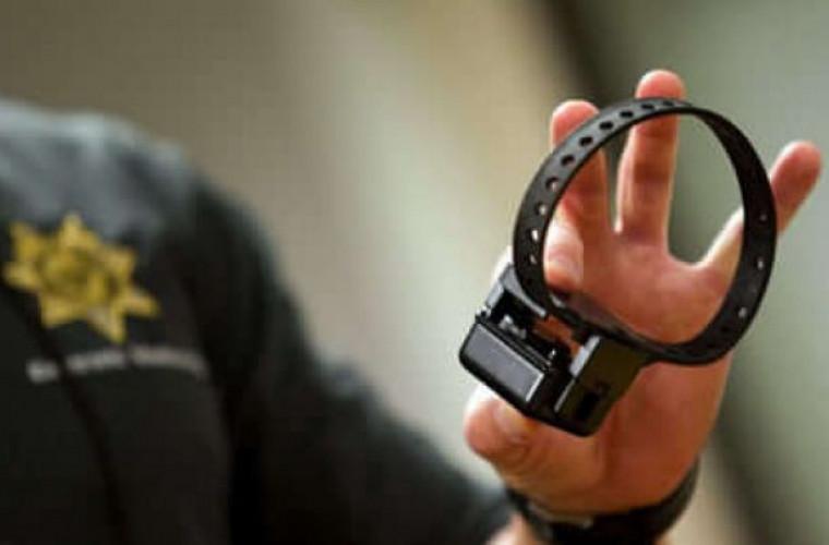 Agresorii familiali vor fi monitorizați electronic. Parlamentul a aprobat o nouă lege
