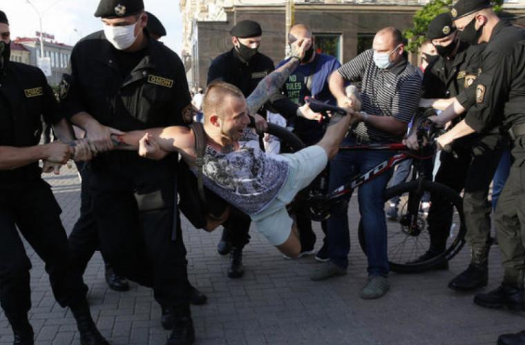 peste-100-de-persoane-retinute-in-belarus