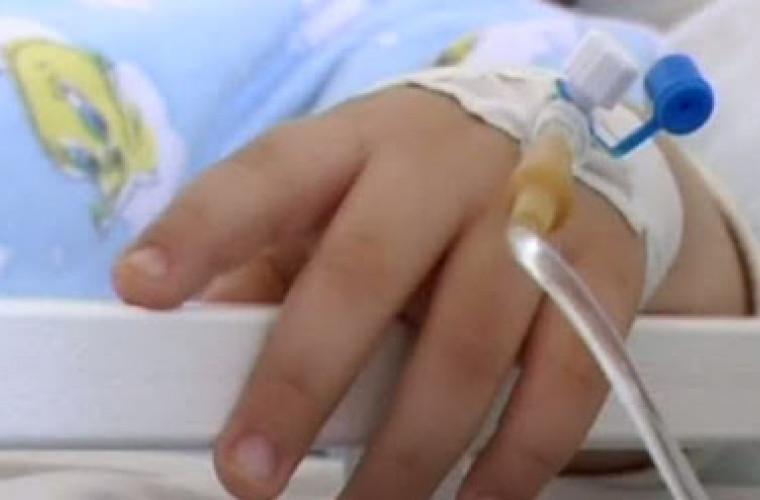 copil-de-trei-ani-internat-la-spital-cu-arsuri-dupa-ce-a-incendiat-masina-familiei