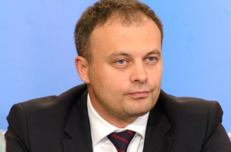 furkulicje-oni-zanimayutsya-politikoj-na-terrase-my-v-zdanii-parlamenta-video