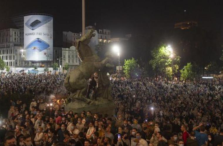 scene-violente-in-serbia-dupa-ce-guvernul-a-anuntat-ca-se-revine-la-starea-de-urgenta-video