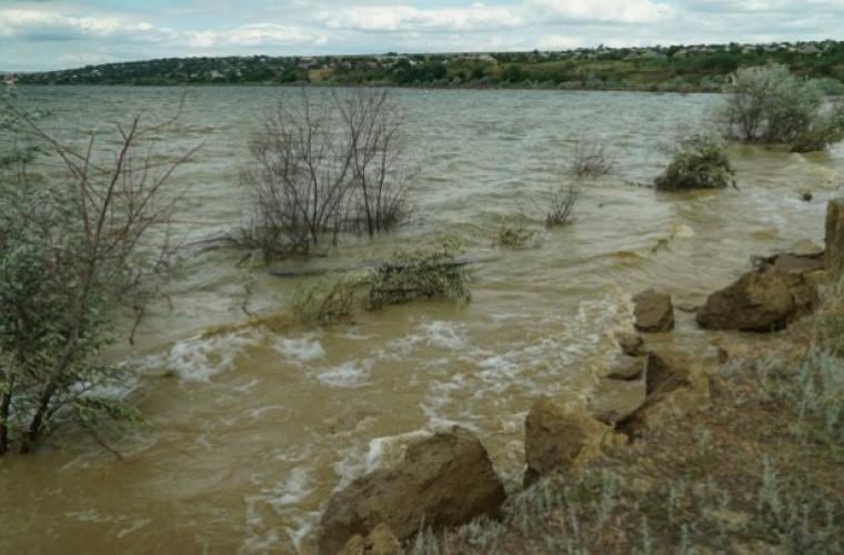 risc-de-inundatii-la-cahul-un-dig-de-protectie-s-ar-putea-surpa-foto