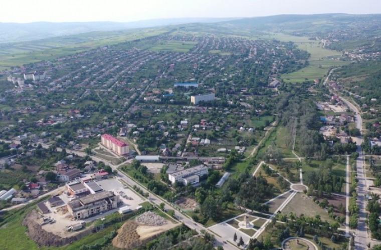 Orașul Nisporeni filmat de la înălțimea unui zbor de pasăre (VIDEO)