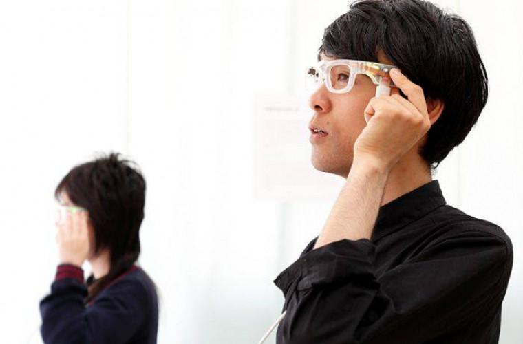 Ochelarii inteligenți care transformă textul în sunet