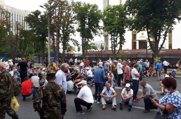 De la Parlament, la MAI: Protestul veteranilor continuă