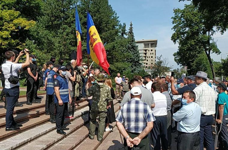 IGP a pornit două procese penale după protestul veteranilor