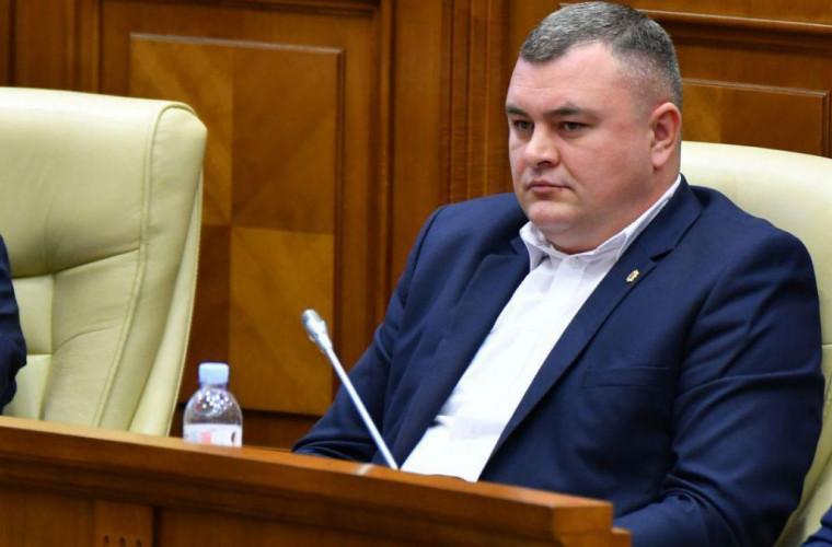 novac-pe-timpul-statului-capturat-de-plaha-sor-politia-dadea-cu-bita-in-protestatari
