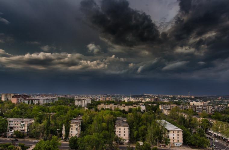 Cod galben de ploi cu descărcări electrice în toată ţara