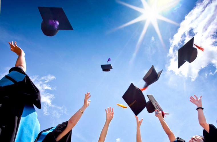 mai-multi-studenti-absolventi-ar-putea-beneficia-de-burse-din-partea-guvernului