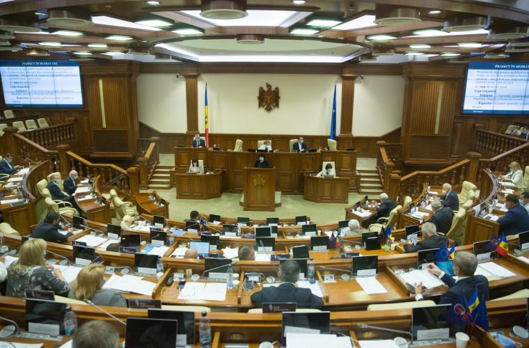 skoliko-zakonodatelinyh-aktov-prinyali-deputaty-v-vesennej-sessii