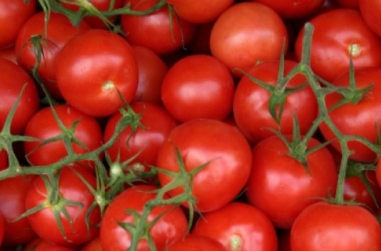 tone-de-tomate-care-urmau-sa-ajunga-in-pietele-din-moldova-intoarse-la-vama-leuseni