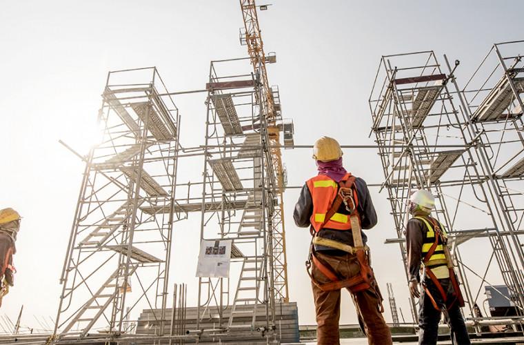 Conducerea de vîrf a țării a felicitat lucrătorii din domeniul construcțiilor