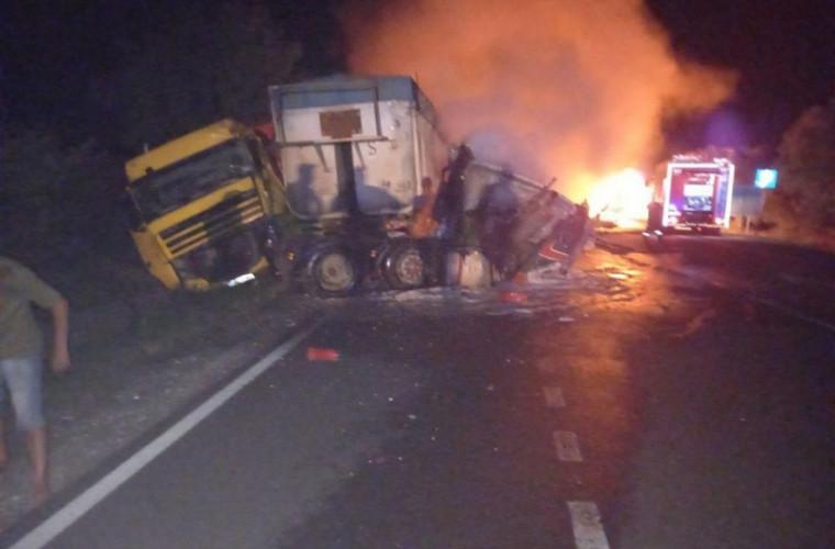 На трассе Кишинев – Сороки столкнулись три грузовика (ВИДЕО)