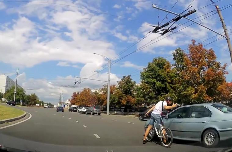 Atenţie la bicicliştii din Chişinău! Unii pot fi agresivi